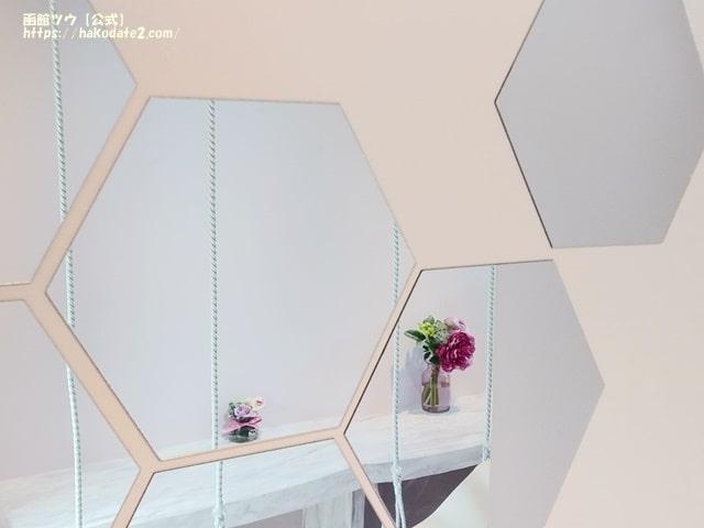 フラワーピクニックカフェのおしゃれな鏡