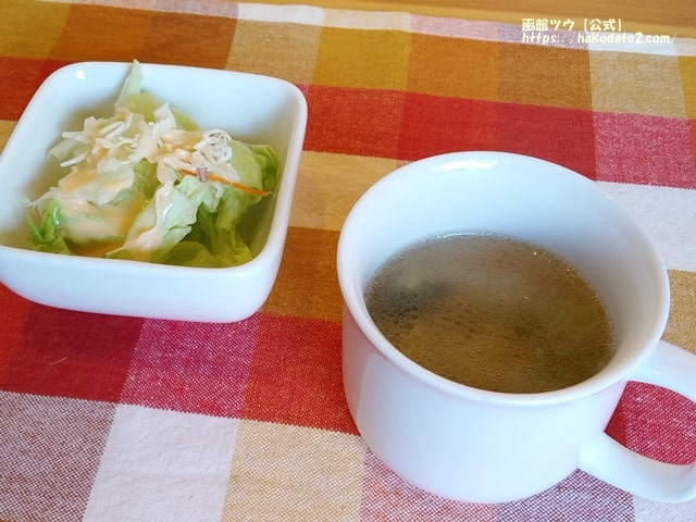 やなぎ亭のスープとサラダ