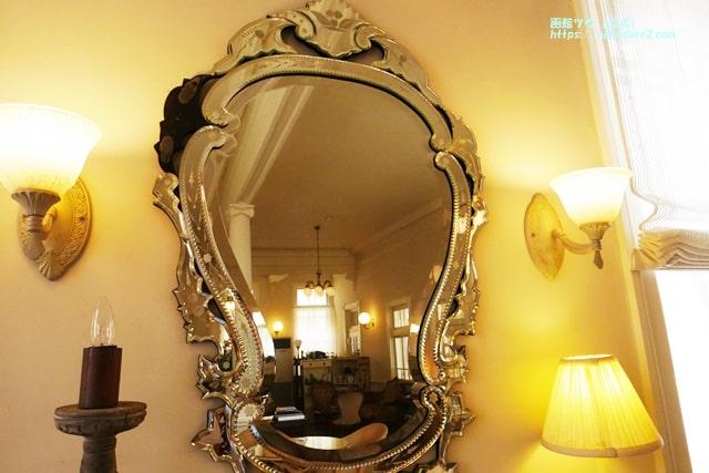 鏡に映るカフェソンテネール