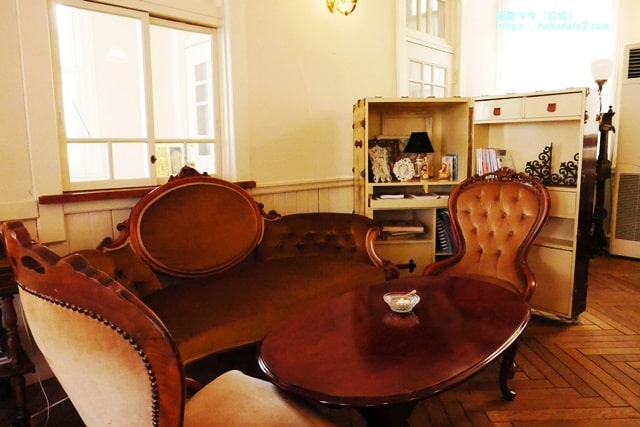カフェソンテネールのソファー席