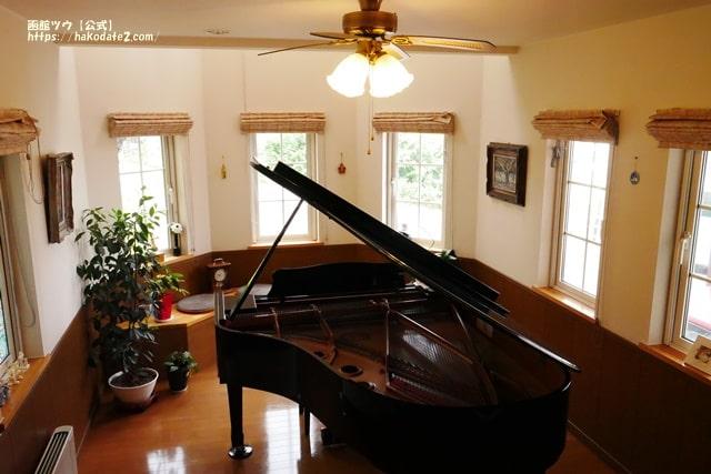cafe谷地坂のグランドピアノ