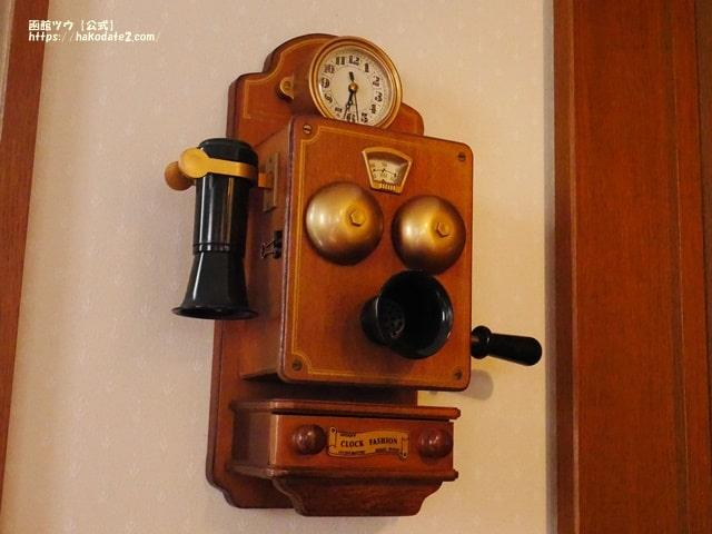 cafe谷地坂の玄関横にある手回し電話