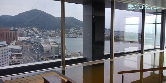 函館山の全景が見られる温泉