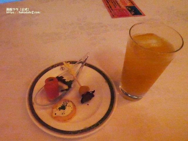 函館国際ルモンガギューのピンチョスとバナナカクテル